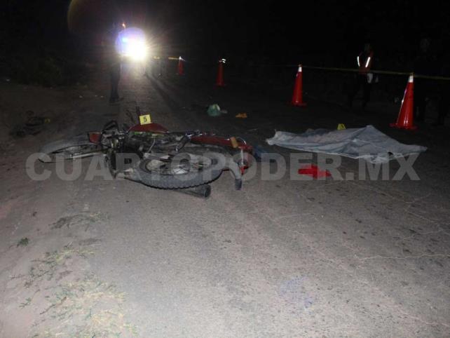 Muere mujer al derrapar motocicleta