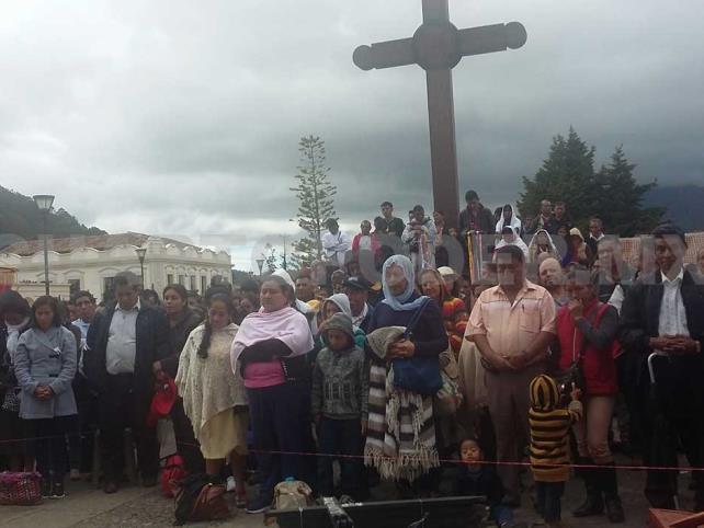 Realizan peregrinación en honor al obispo Ruiz García