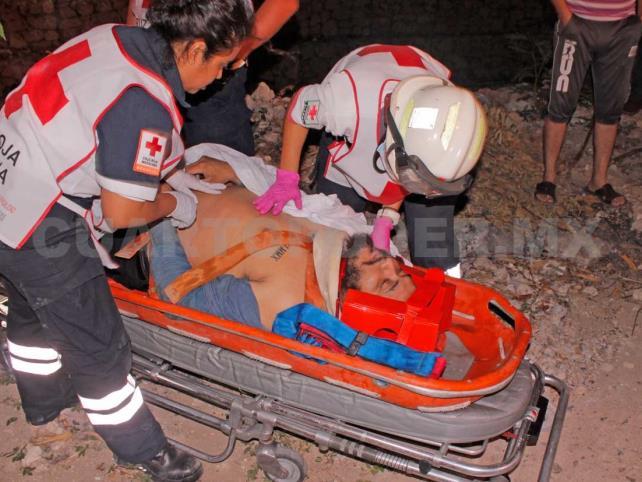 Ebrio sujeto cayó con todo y motocicleta al Río Sabinal