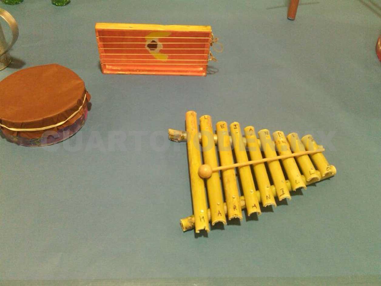 Crean instrumentos musicales con material reciclable