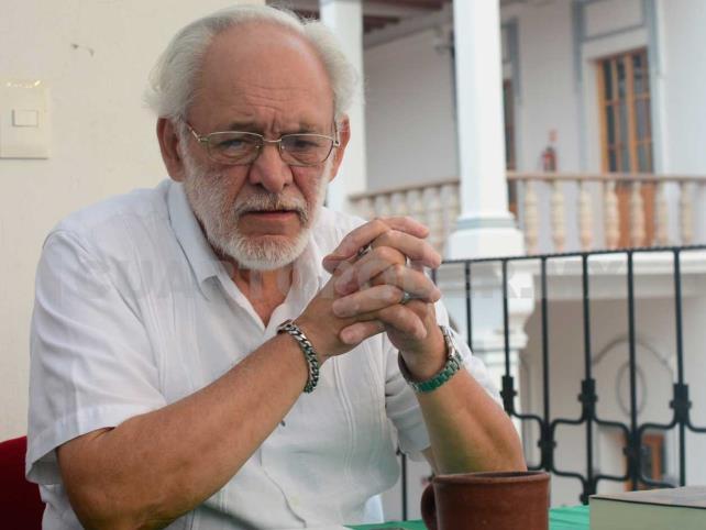 Ricardo Cuéllar estudia obra de Armando Duvalier