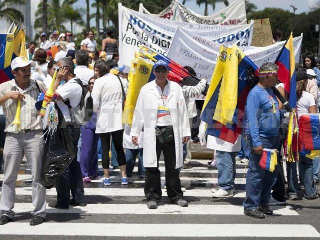 Crecen protestas de sector salud