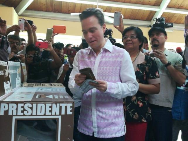 Emite su voto el gobernador Velasco Coello