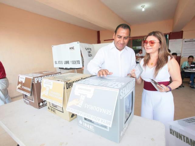 Vota el candidato al Senado, Ramírez Aguilar