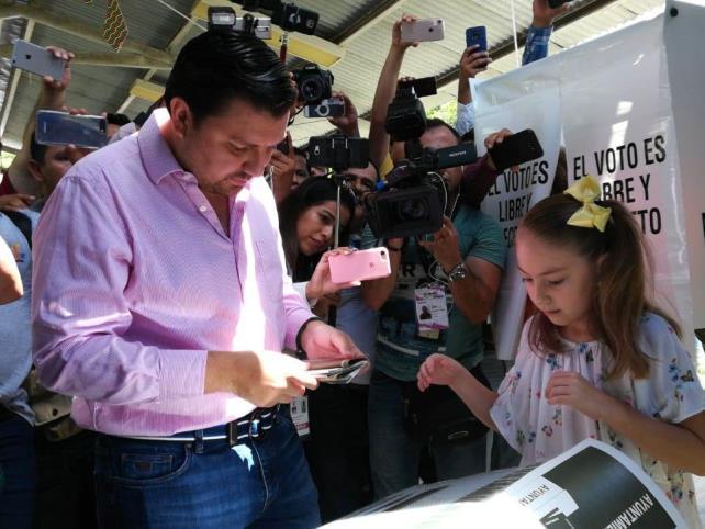 Vota el candidato Castellanos Cal y Mayor