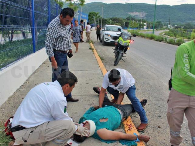 Dos hombres terminan hospitalizados al derrapar