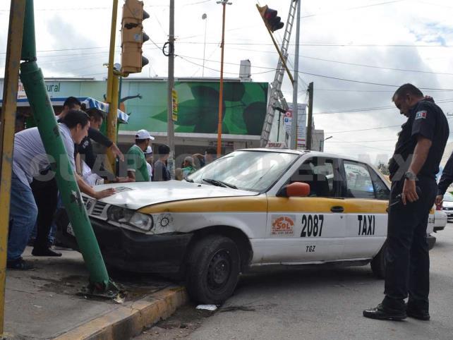 Fuerte impacto entre taxi y Matiz en la 9a Sur