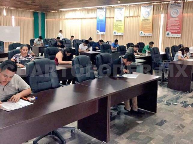 Aspirantes a Licenciatura en PC presentan examen