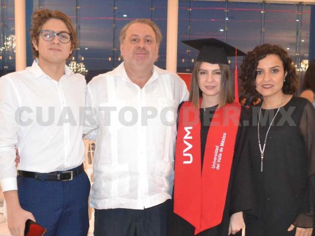 Se graduaron con honores