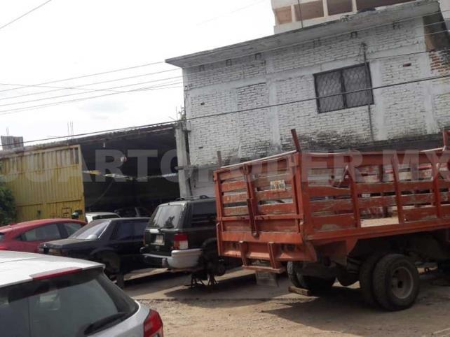 Autos abandonados y calle insegura, alerta en la ciudad