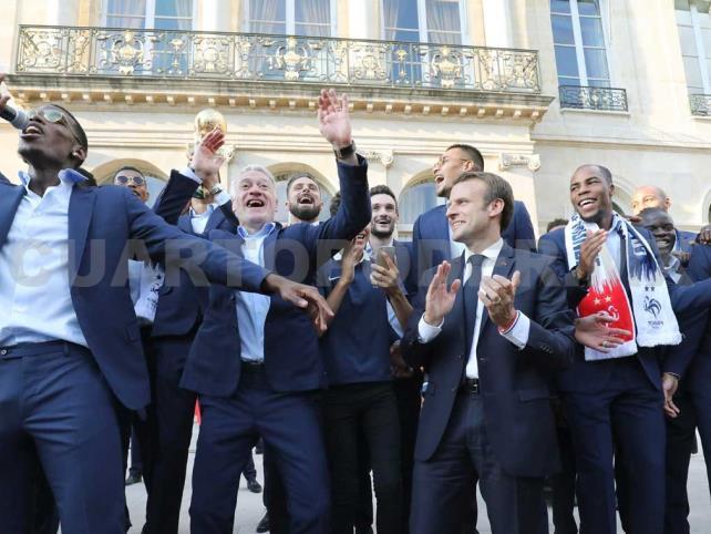 Miles de franceses honran a los campeones