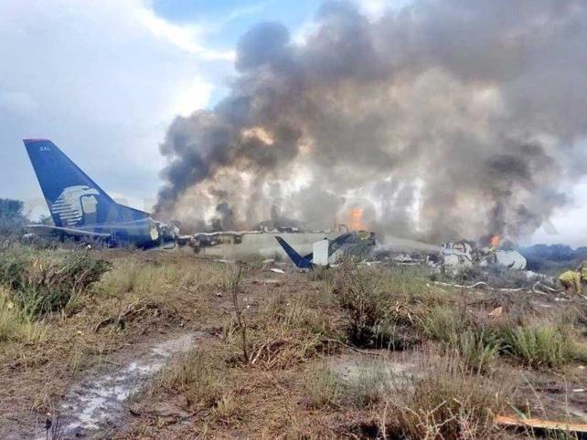 Se desploma avión con 97 pasajeros