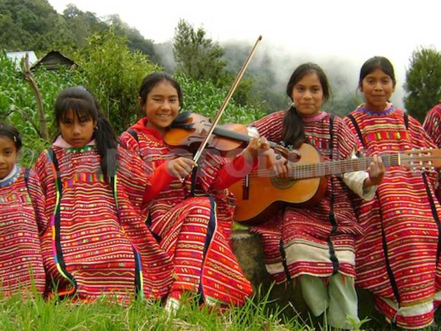 Abordan religiones de comunidades indígenas