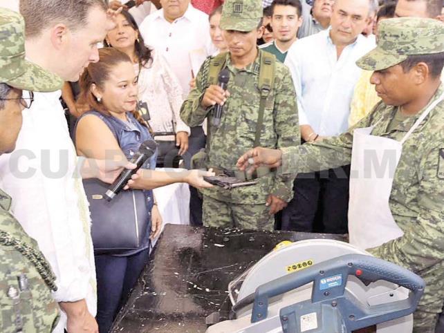 Encabeza Manuel Velasco Coello campaña de Canje de Armas