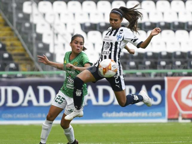 León empata con Monterrey con 10 jugadoras