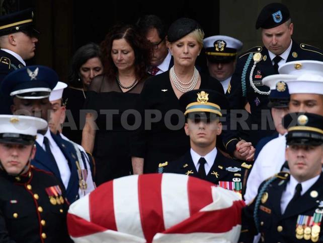 Comienzan funerales del senador John McCain