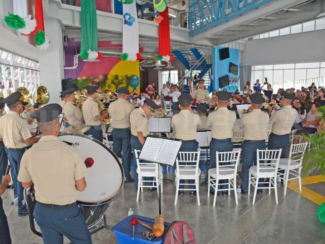 Banda Sonora militar llegó al Museo del Niño