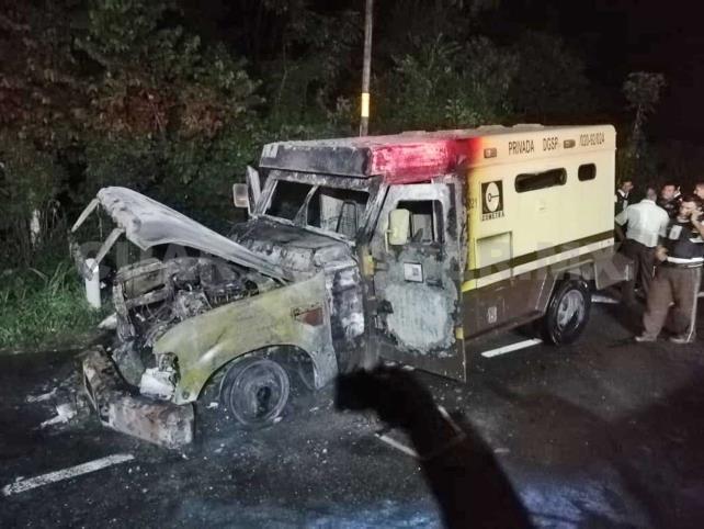 Se incendia camión de valores en carretera