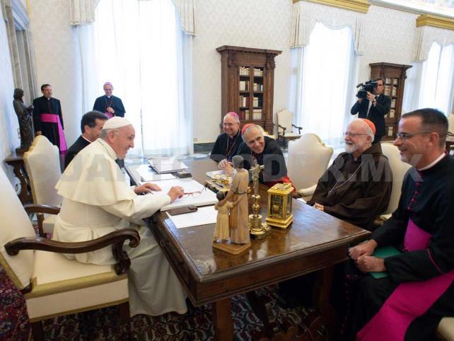Papa recibe a cúpula de obispos