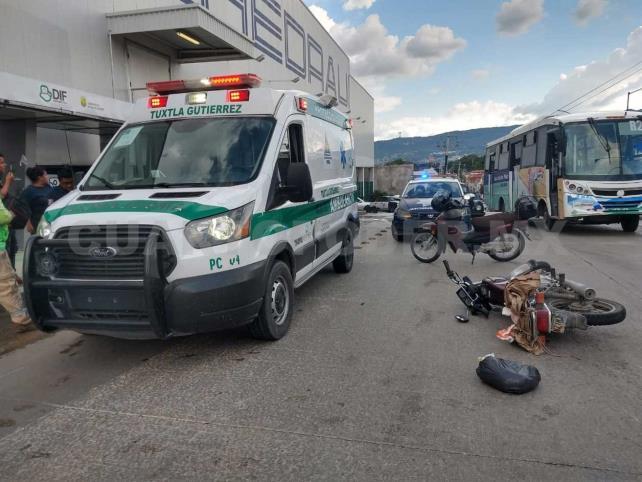 Repartidor es embestido por una camioneta