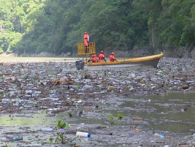Lluvias inundan de basura el Cañón del Sumidero