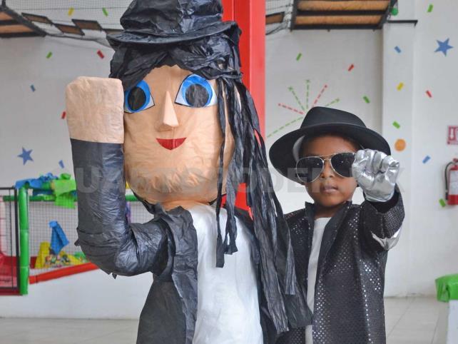 Fiesta al estilo Michael Jackson