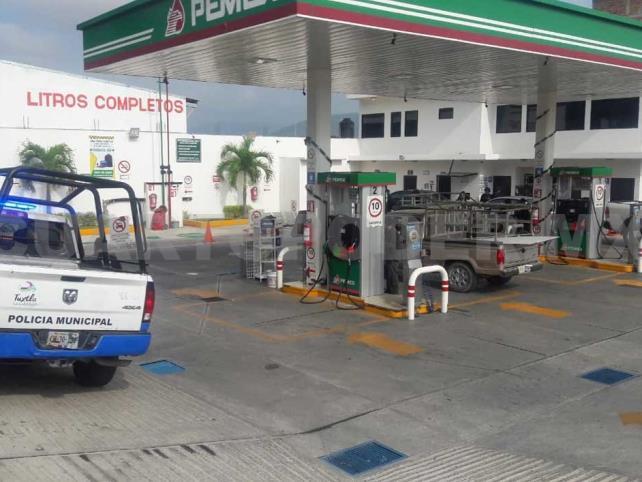 Armados se llevan un millón de pesos de una gasolinera