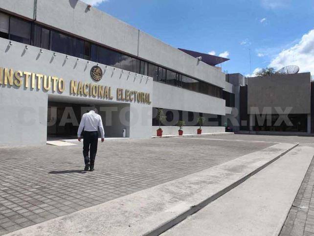 Por acoso, destituyen a alto funcionario del INE
