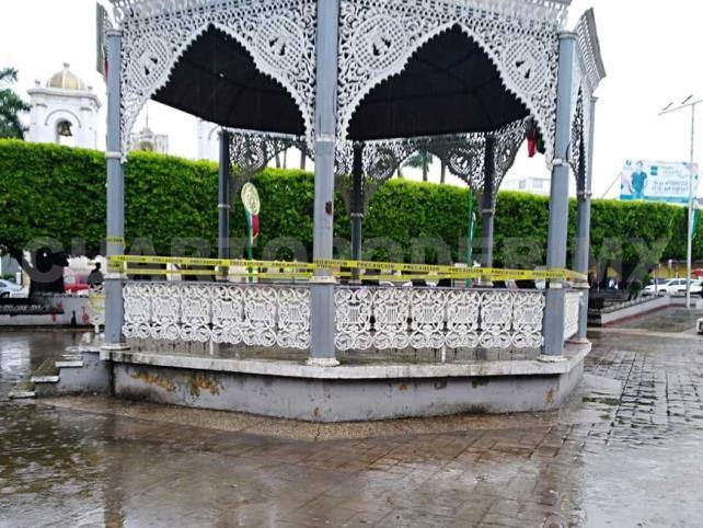 Por riesgoso clausuran  kiosko de Tapachula