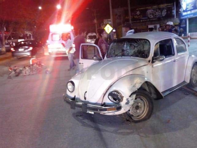 Dos lesionados en choque de vehículo  y motocicleta