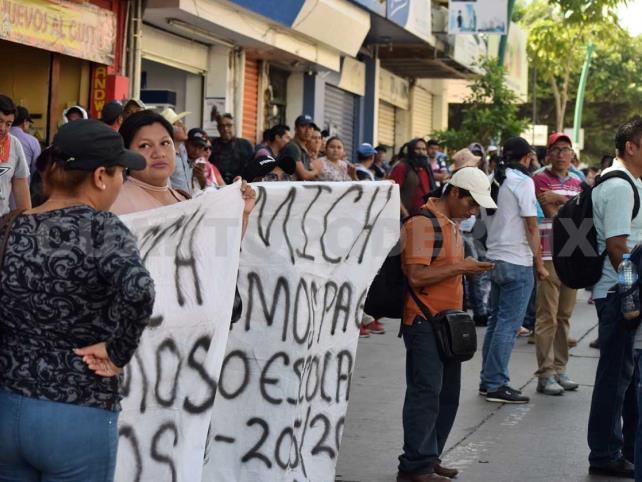 Protestan profesores de Tele Bachillerato Comunitario