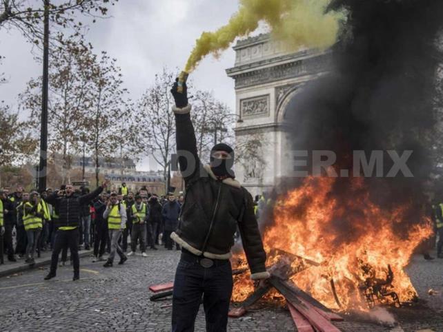 """Violentos incidentes por """"gasolinazo"""" en París"""