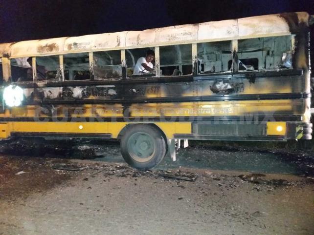 Se incendia autobús en carretera; no hay heridos