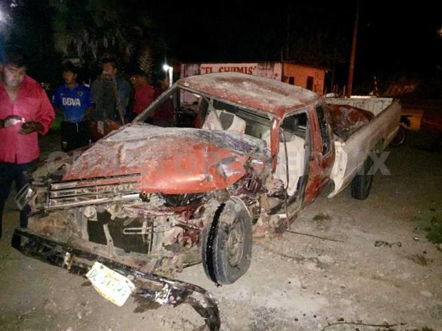 Aparatoso accidente entre camioneta y tractocamión