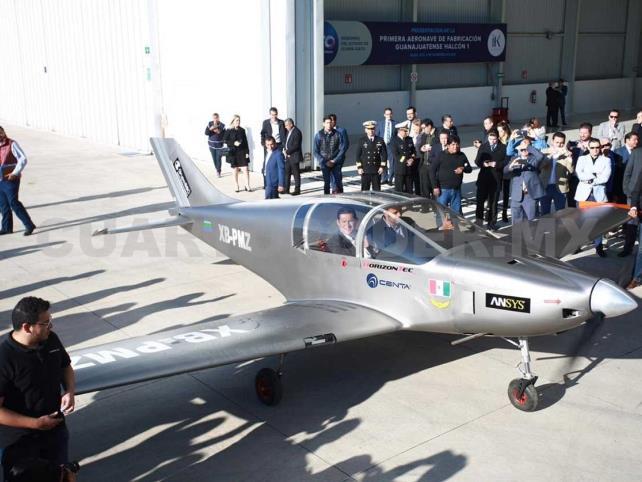 """Presentan """"Halcón 1"""", primer avión comercial fabricado en Guanajuato"""