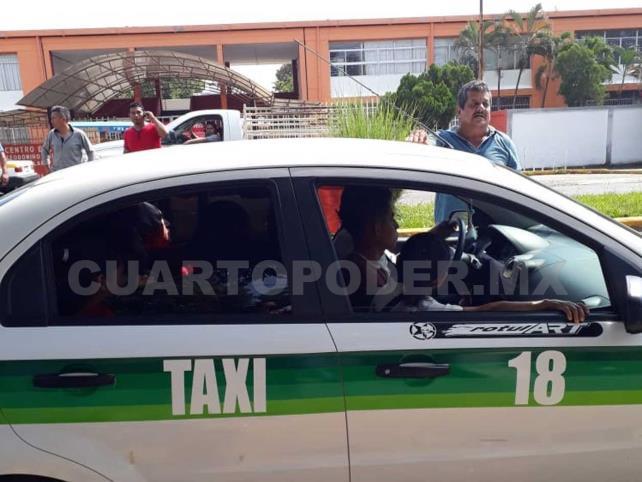"""Aseguran dos taxis """"piratas""""; daban servicio para zona alta"""