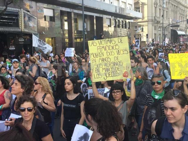 Realizan Paro Nacional de Mujeres en Argentina