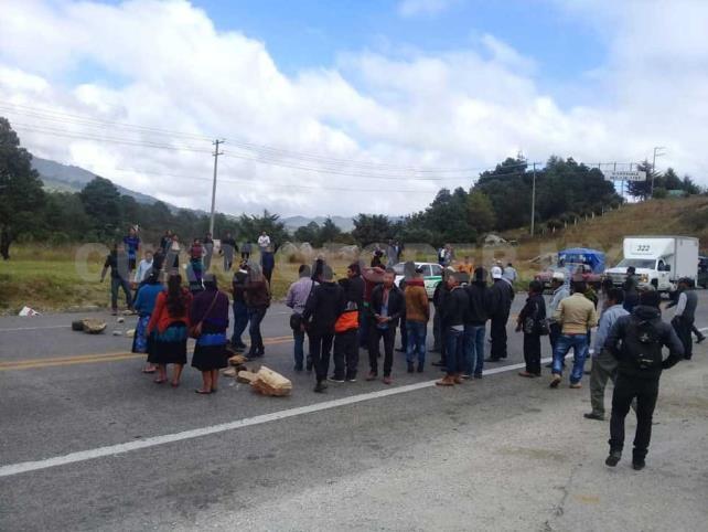 Habitantes de Chenalhó bloquean carretera