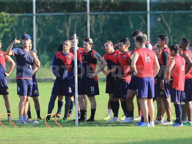 Pumas y Chivas debutan en la primera jornada