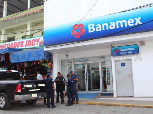 Armados asaltan Banamex y se llevan 30 mil pesos