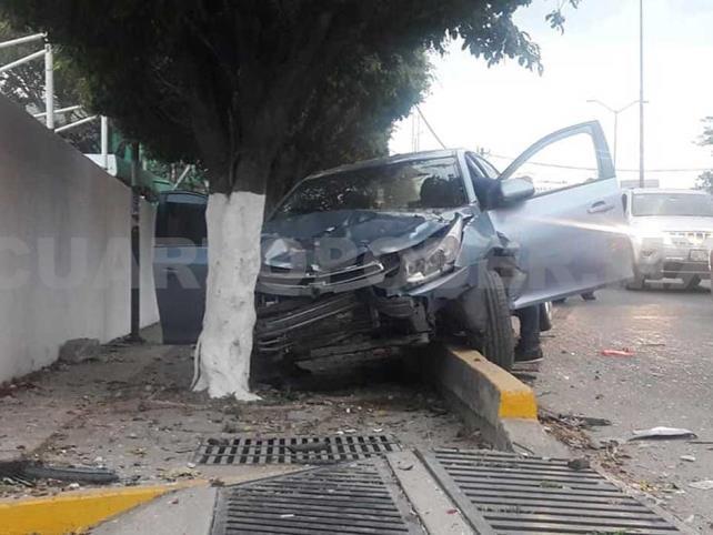 Fuerte choque en Terán deja a dos personas lesionadas
