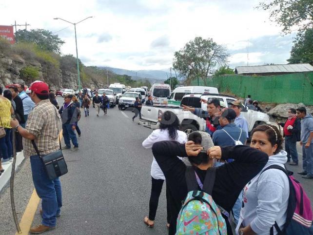 Pobladores bloquean Puente Belisario Domínguez