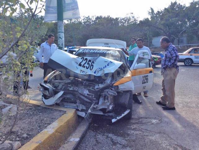Semaforazo entre colectivo y taxi salda con 8 lesionados