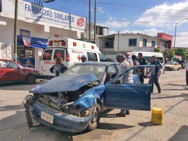 Encontronazo de colectivo y taxi deja tres lesionados