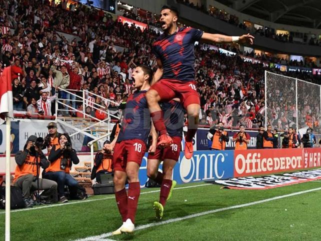 En juego de 'locos', Necaxa y Chivas dividen puntos