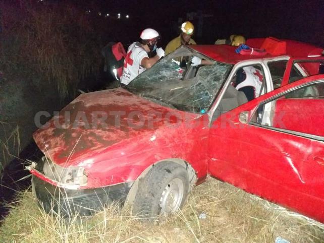 Cuatro lesionados en volcadura de vehículo