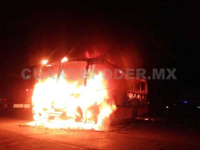 """Incendian unidad de transporte """"Conejobus"""""""