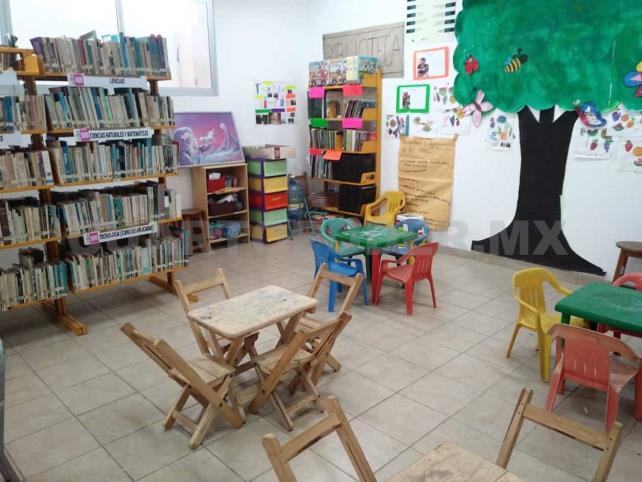 """""""Rubén López C."""", la única biblioteca en mercado público"""