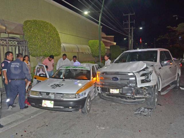 Cafre conductor provocó destrozos y lo detienen