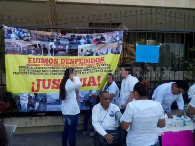Médicos protestan dando consultas en el centro de Tuxtla